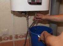 Как правильно слить воду из накопительного водонагревателя